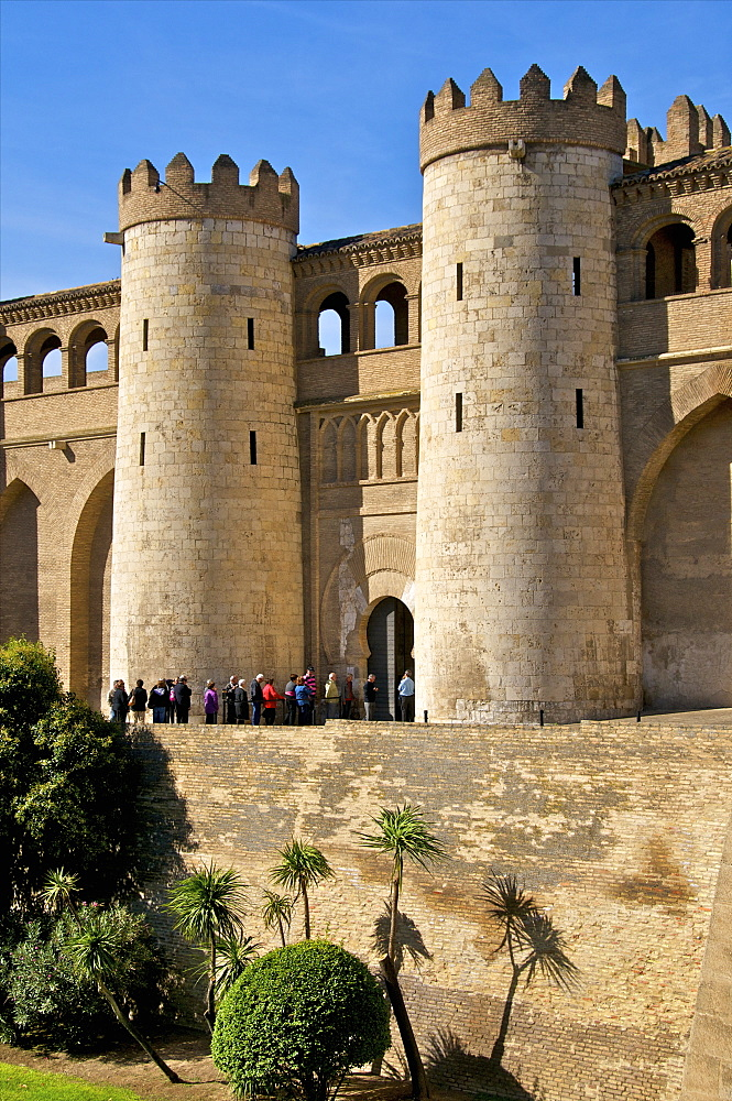 Fortified walls and towers of the Aljaferia Palace dating from the 11th century, Saragossa (Zaragoza), Aragon, Spain, Europe