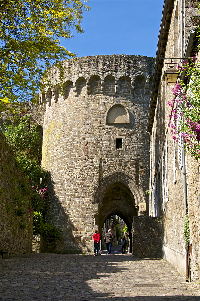dating in brittany france Classic journeys offers walking tours in normandy and brittany, plus culinary and family tours meet the locals and soak up the culture book your journey with us today.
