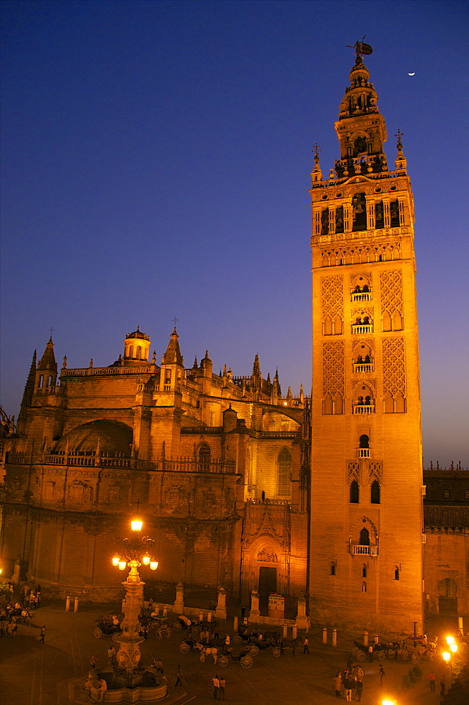 Giralda and Cathedral at night, Plaza Virgen de los Reyes, Seville, Andalusia, Spain, Europe