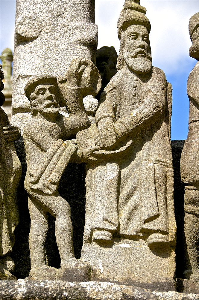 Detail of calvary showing Pontius Pilate washing his hands,, St. Thegonnec parish enclosure 1610, Leon, Finistere, Brittany, France, Europe