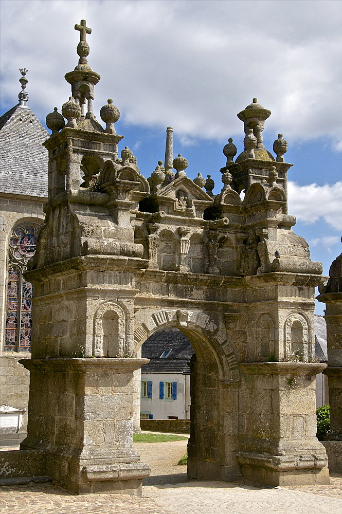 St. Thegonnec and its lantern turrets dating from 1587, St. Thegonnec triumphal gateway, Leon, Finistere, Brittany, France, Europe