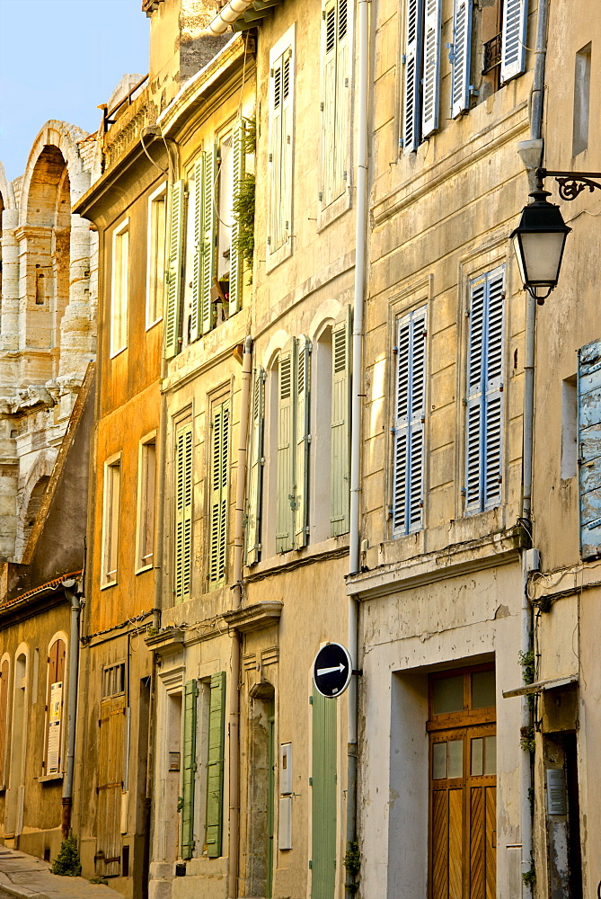 Old town street, rue des Arenes, Arles, Bouches du Rhone, Provence, France, Europe - 665-5439
