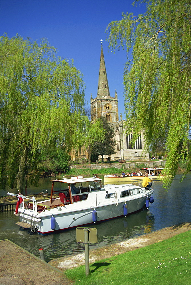 Holy Trinity church from the River Avon, Stratford-upon-Avon, Warwickshire, England, United Kingdom, Europe