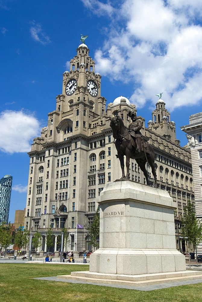 Statue of Edward VII in from of the Liver Building, one of the Three Graces, Liverpool, Merseyside, England, United Kingdom, Europe