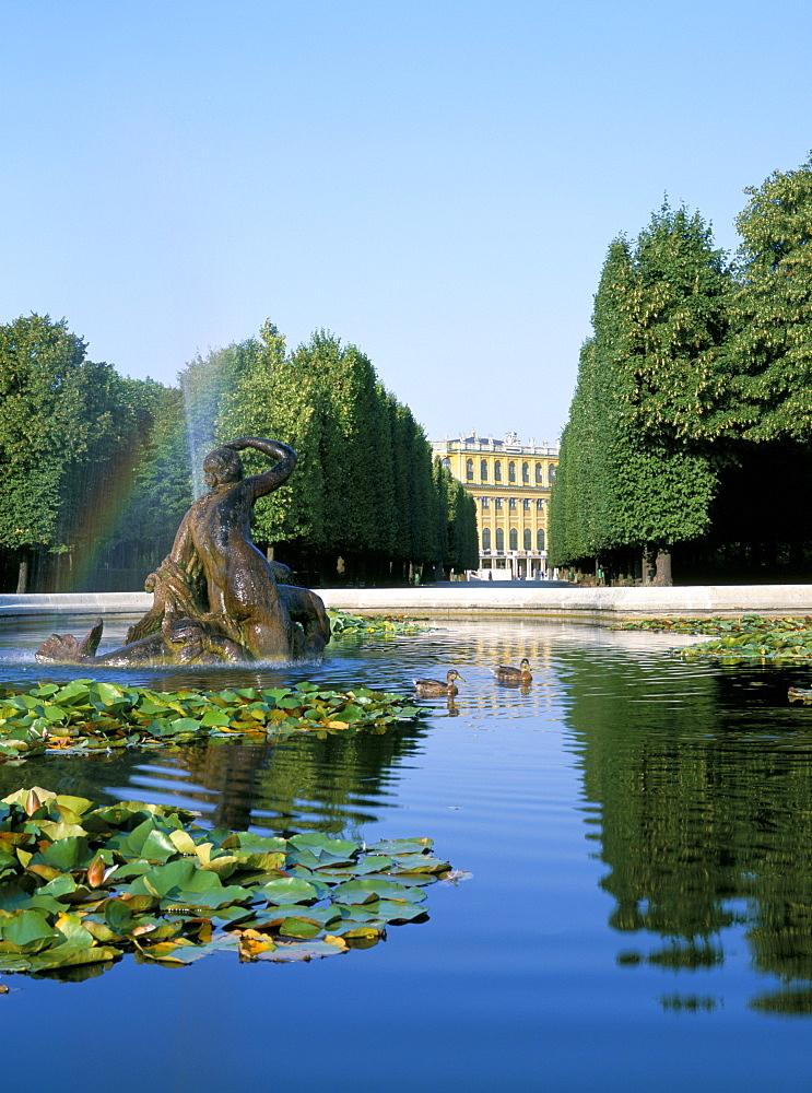Palace and fountain in gardens, Schonbrunn, UNESCO World Heritage Site, Vienna, Austria, Europe