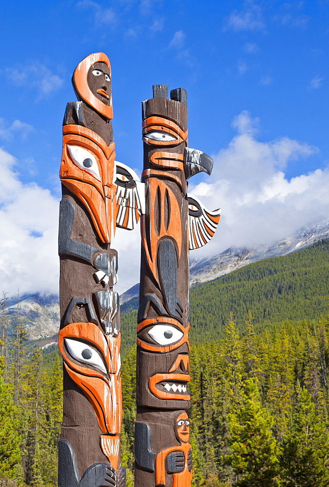 Traditional Canadian native Totem poles at Sunwapta Falls Resort, Jasper National Park, UNESCO World Heritage Site, Alberta, Canadian Rockies, Canada, North America