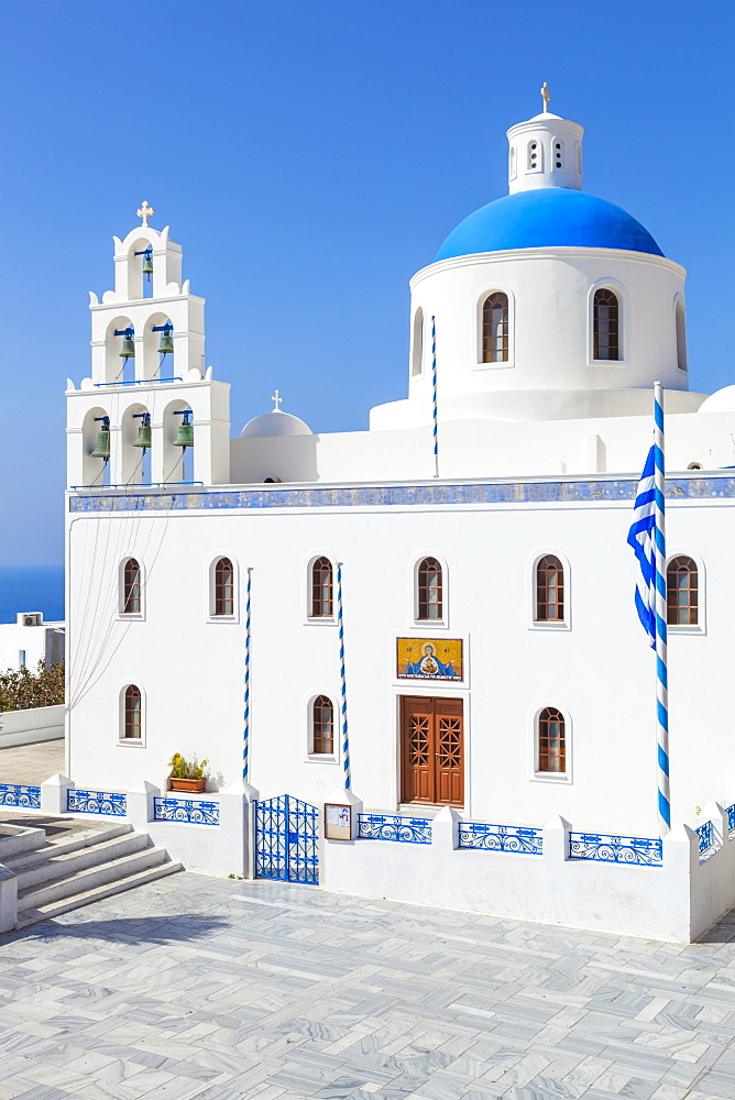 Bue dome and bell tower of Greek church Panagia Platsani, Oia, Santorini (Thira), Cyclades Islands, Greek Islands, Greece, Europe
