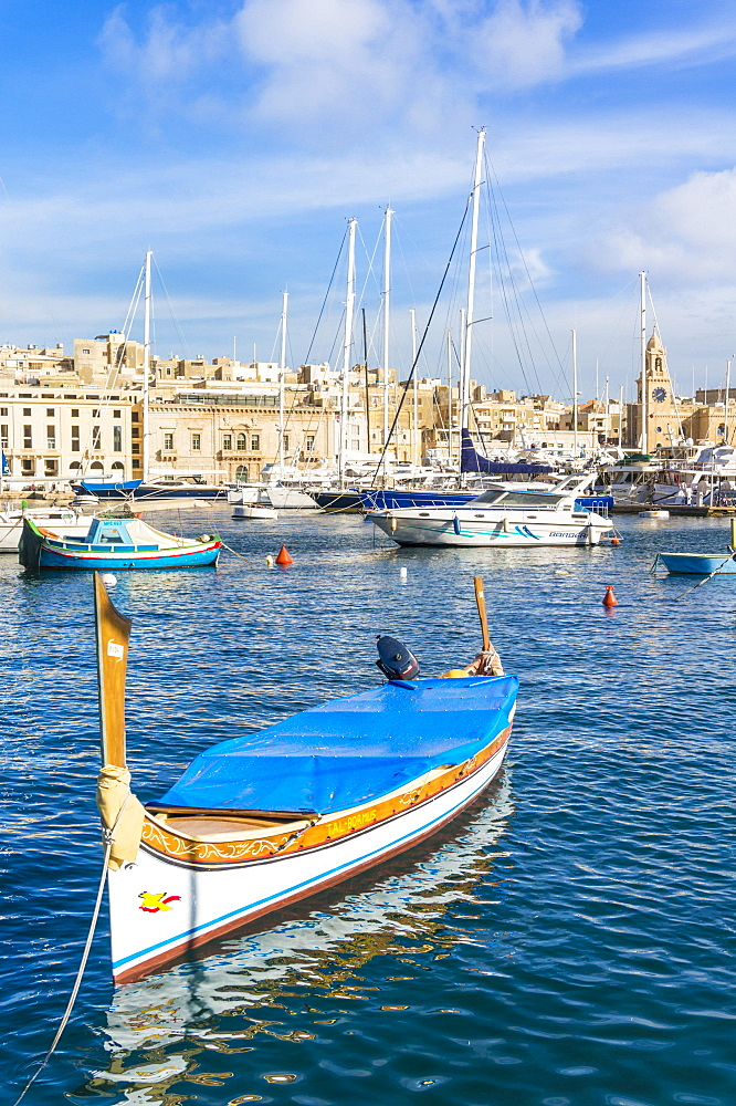 Vittoriosa waterfront marina and water taxi (Dghajsa), Dockyard Creek, Birgu The Three Cities, Valletta, Malta, Mediterranean, Europe