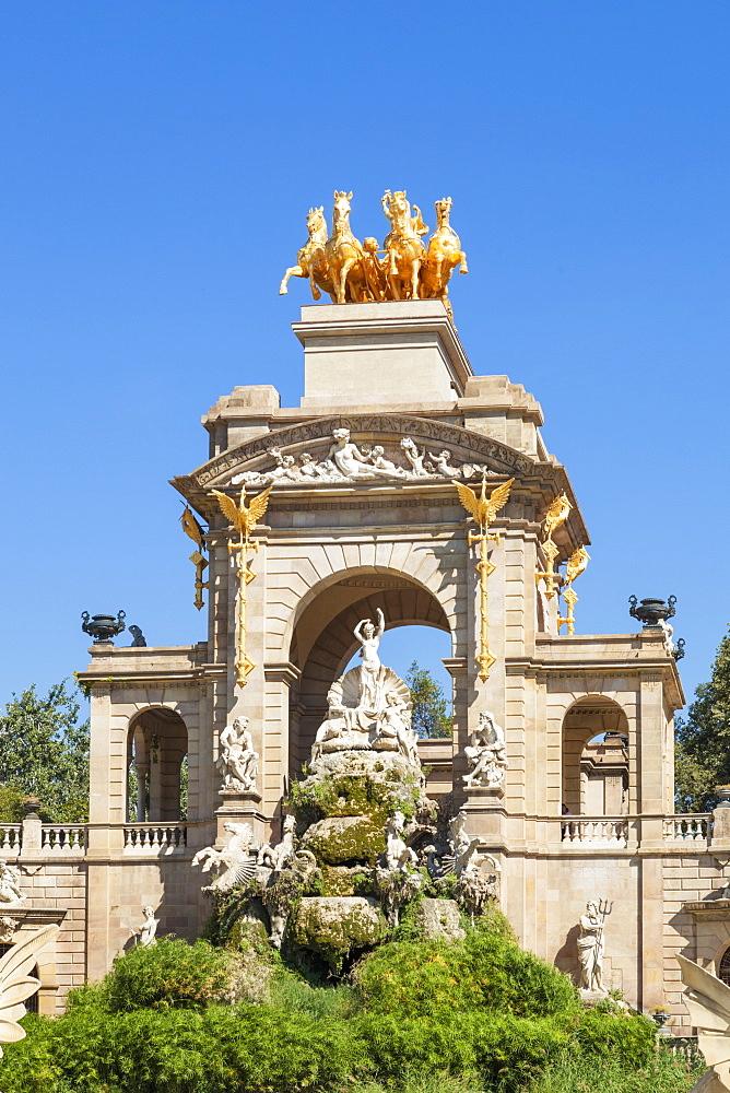 Triumphal arch and Cascada fountain in the Parc de la Ciutadella, Barcelona, Catalonia (Catalunya), Spain, Europe