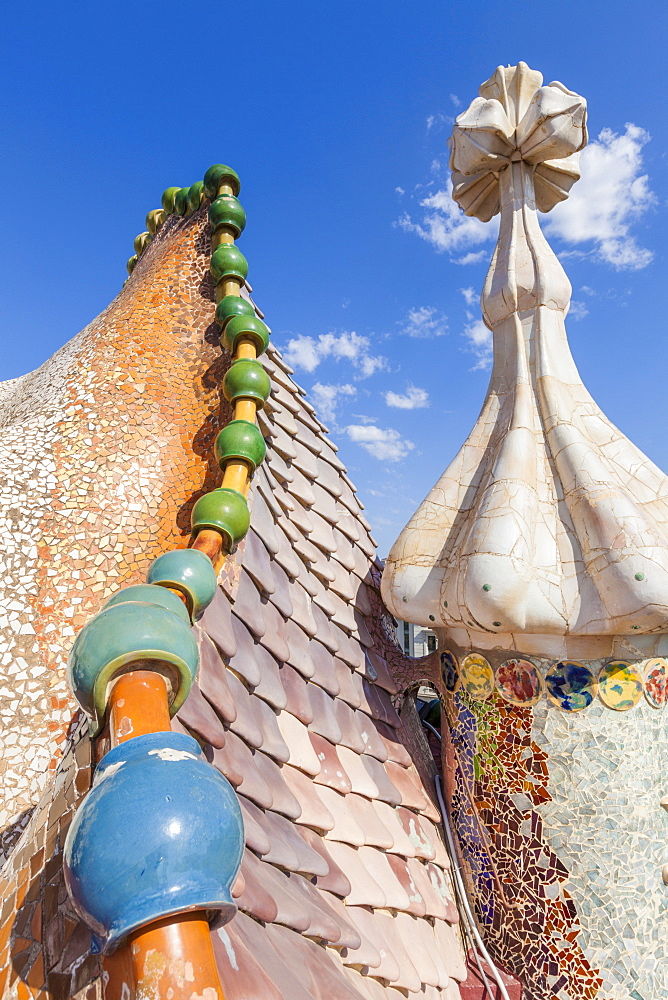 Dragon back roof of Casa Batllo, modernist building by Antoni Gaudi, UNESCO World Heritage Site, Passeig de Gracia, Barcelona, Catalonia (Catalunya), Spain, Europe