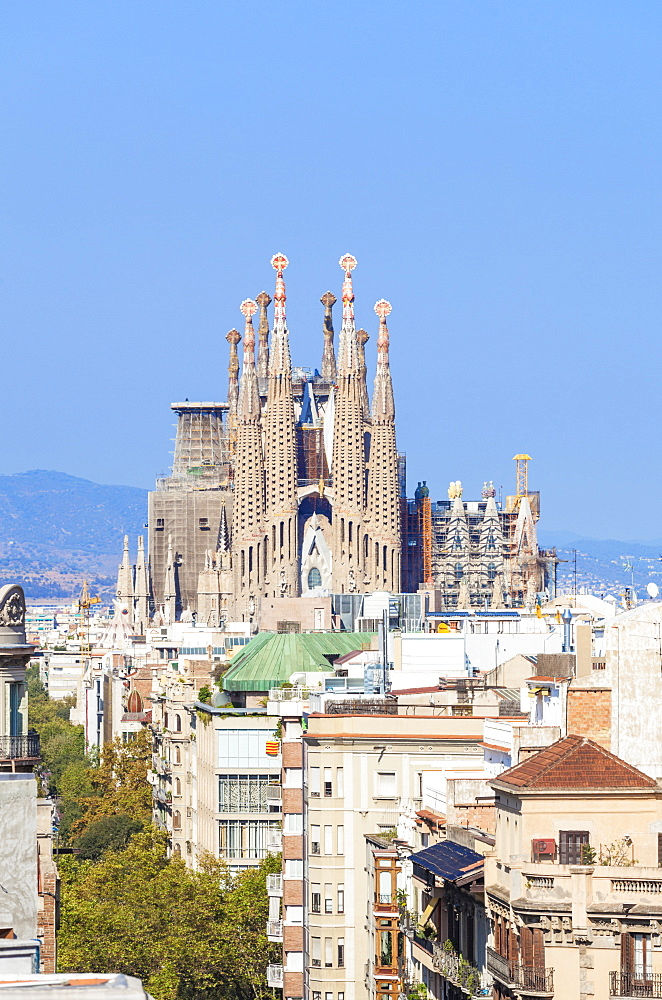 Skyline view of La Sagrada Familia, by Antoni Gaudi, UNESCO World Heritage Site, Barcelona, Catalonia (Catalunya), Spain, Europe