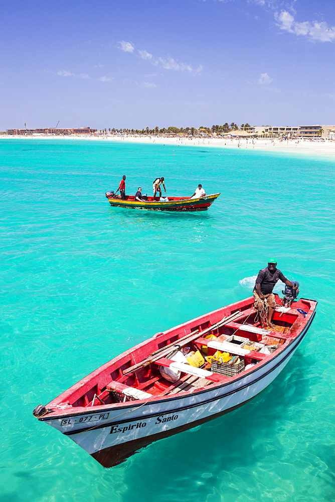 Fishermen bringing their catch of fish in fishing boats to Santa Maria, Sal Island, Cape Verde Islands, Atlantic, Africa
