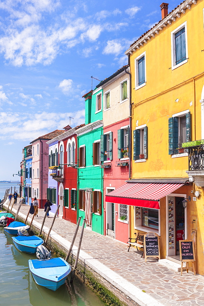 Brightly coloured fishermens cottages on the island of Burano in the Venice lagoon (Venetian lagoon), Venice, UNESCO World Heritage Site, Veneto, Italy, Europe