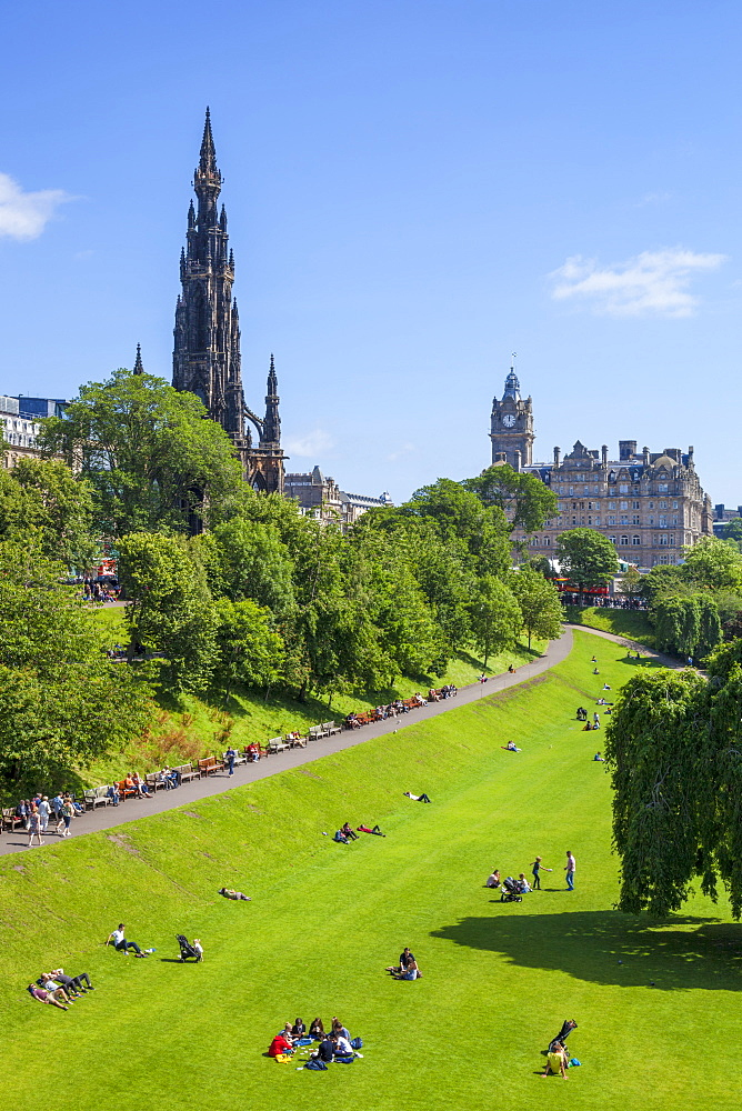 Princes Street Gardens, and the Gothic Scott Monument, Edinburgh city centre, Edinburgh, Midlothian, Scotland, United Kingdom, Europe