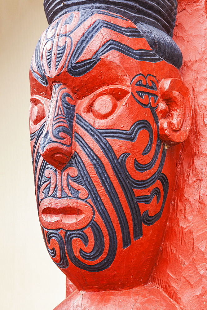 Maori carving with facial tattoos, Wahiao, Whakarewarewa thermal village, Rotorua, North Island, New Zealand, Pacific - 698-3318