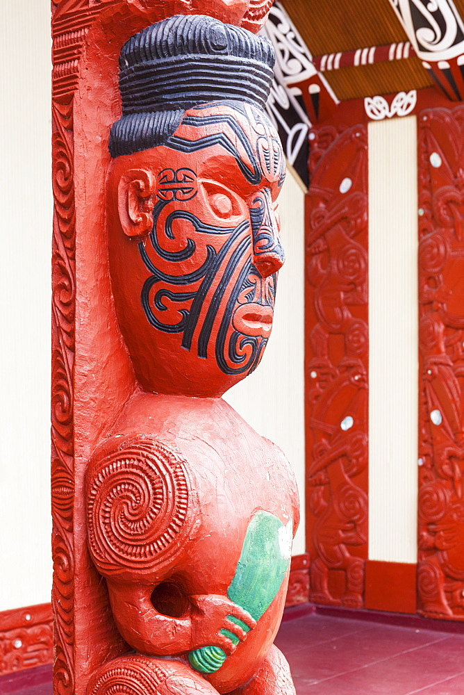 Maori carving with facial tattoos, Wahiao, Whakarewarewa thermal village, Rotorua, North Island, New Zealand, Pacific - 698-3320