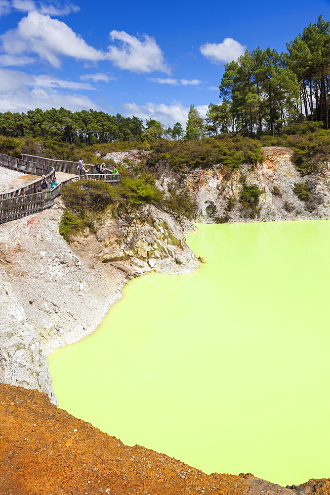 The Devils Bath, Wai-o-tapu Thermal Wonderland, geothermal area, Waiotapu, Rotorua, North Island, New Zealand, Pacific - 698-3325