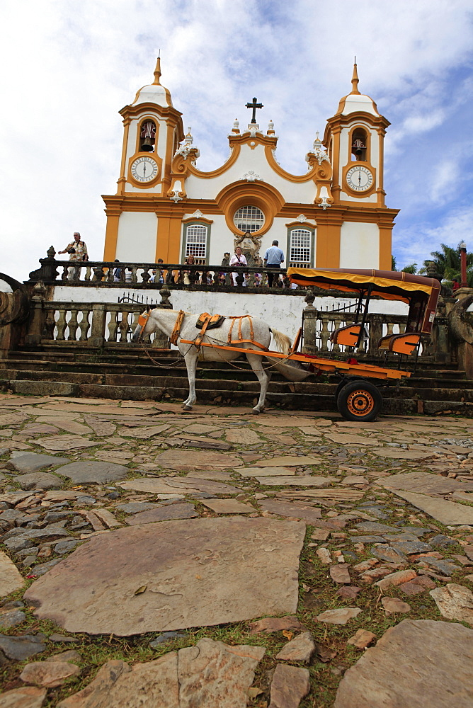 Sao Antonio church, originally a wooden chapel built in 1702, the time of the first explorers, its present facade dates from 1810 and is by Aleijadinhol Aos, Tiradentes, Minas Gerais, Brazil, South America - 700-13885