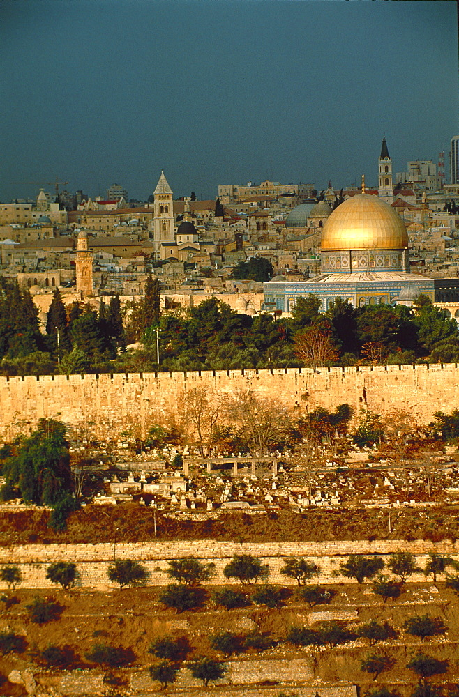 Old town including the Dome of the Rock, seen from the Mount of Olives, Jerusalem, Israel, Middle East