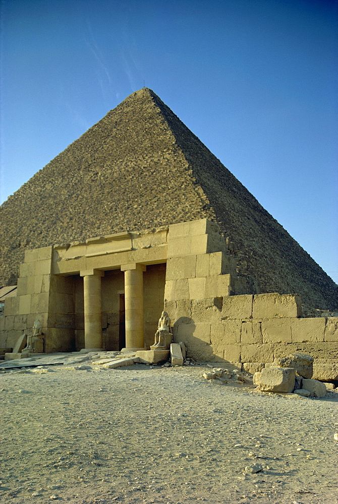 Pyramid of Cheops, Giza, UNESCO World Heritage Site, Cairo, Egypt, North Africa, Africa