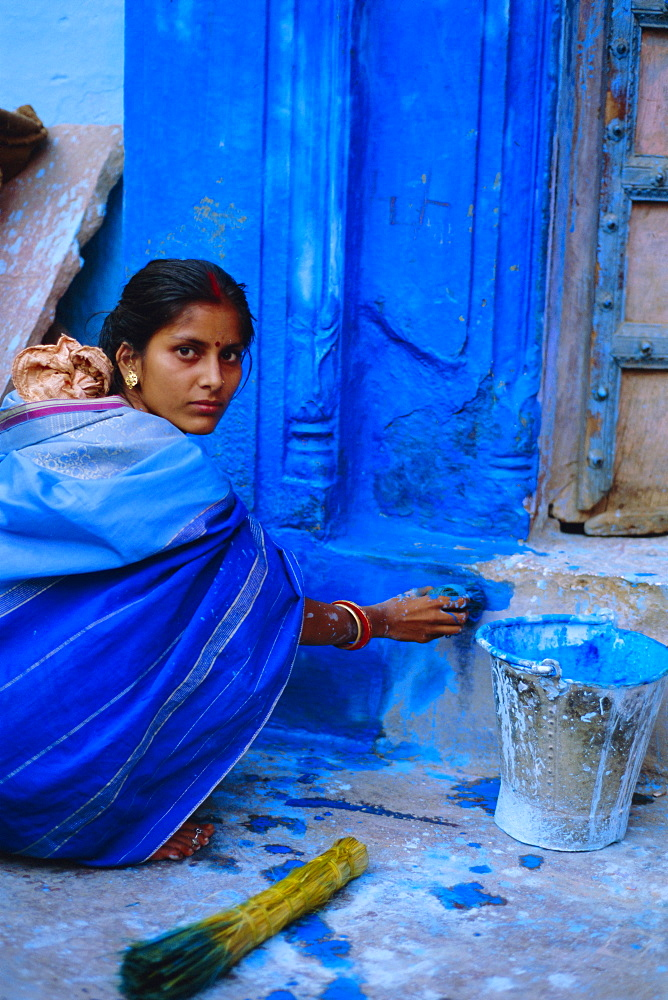 Woman painting her house, Jodhpur, Rajasthan, India - 712-1158