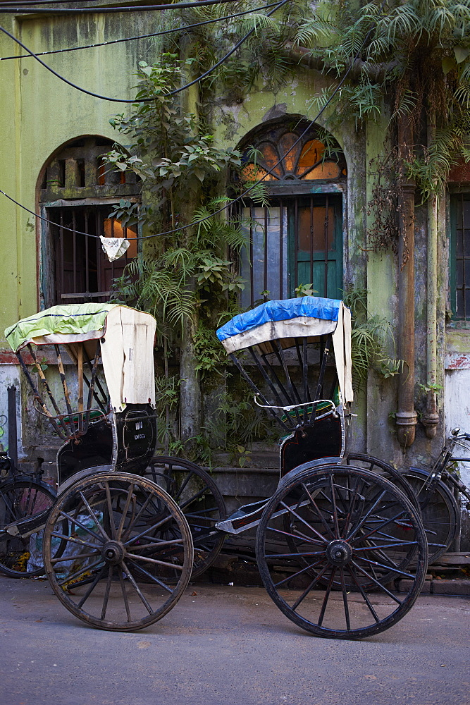 Rickshaw on the street, Kolkata (Calcutta), West Bengal, India, Asia