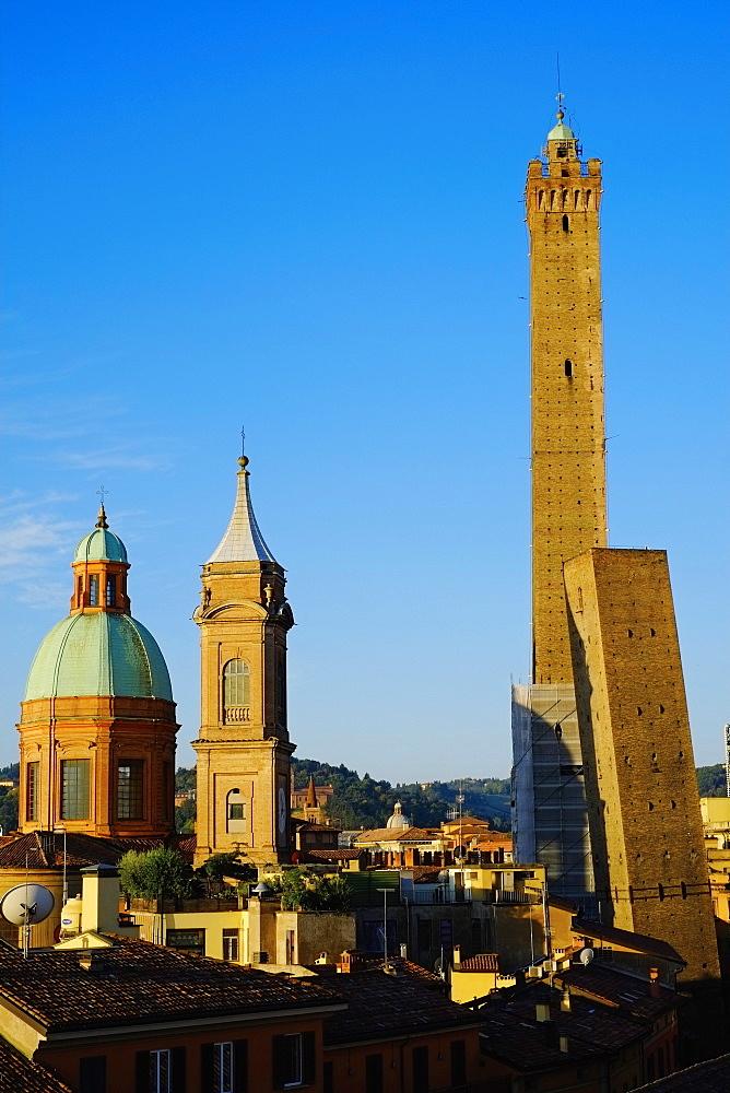 Towers of Torre degli Asinelli and Torre Garisenda, Bologna, Emilia Romagna, Italy, Europe