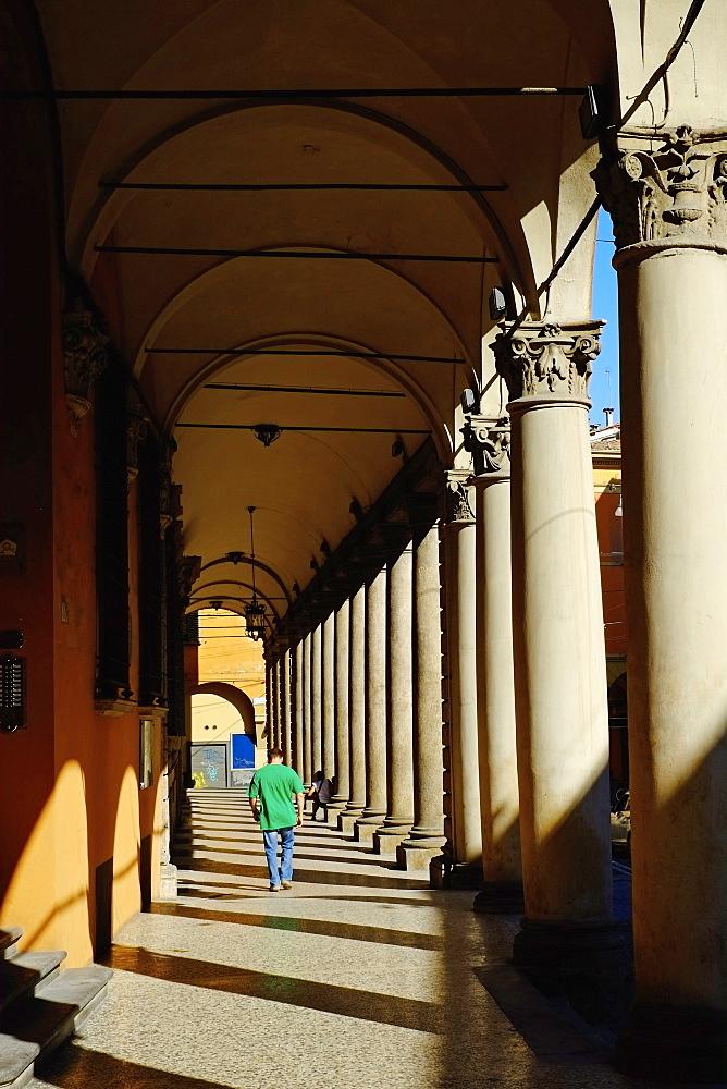 Arcade in the old city, Bologna, Emilia-Romagna, Italy, Europe