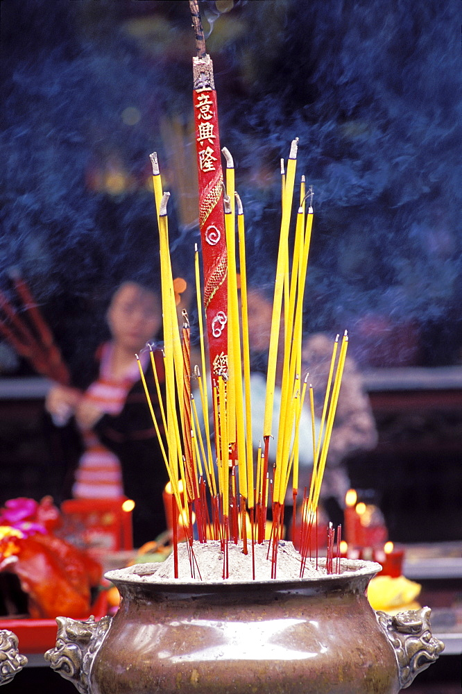 Incense at the Quan Am pagoda in the Chinese quarter of Cholon, Ho Chi Minh City (Saigon), Vietnam, Indochina, Southeast Asia, Asia