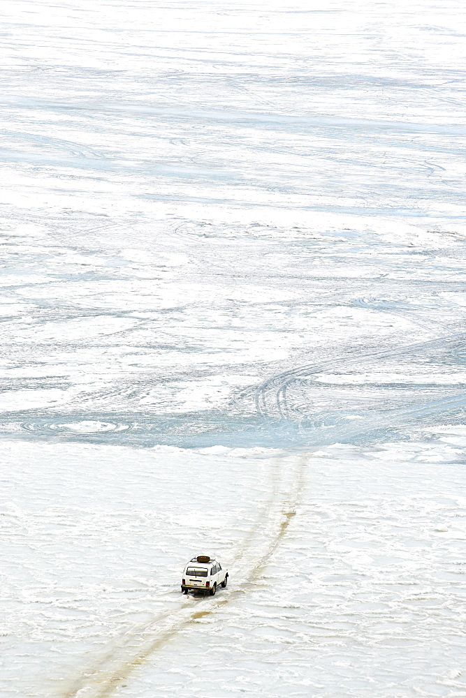 Driving on the lake, Maloe More (Little Sea), frozen lake during winter, Olkhon island, Lake Baikal, UNESCO World Heritage Site, Irkutsk Oblast, Siberia, Russia, Eurasia  - 712-2676