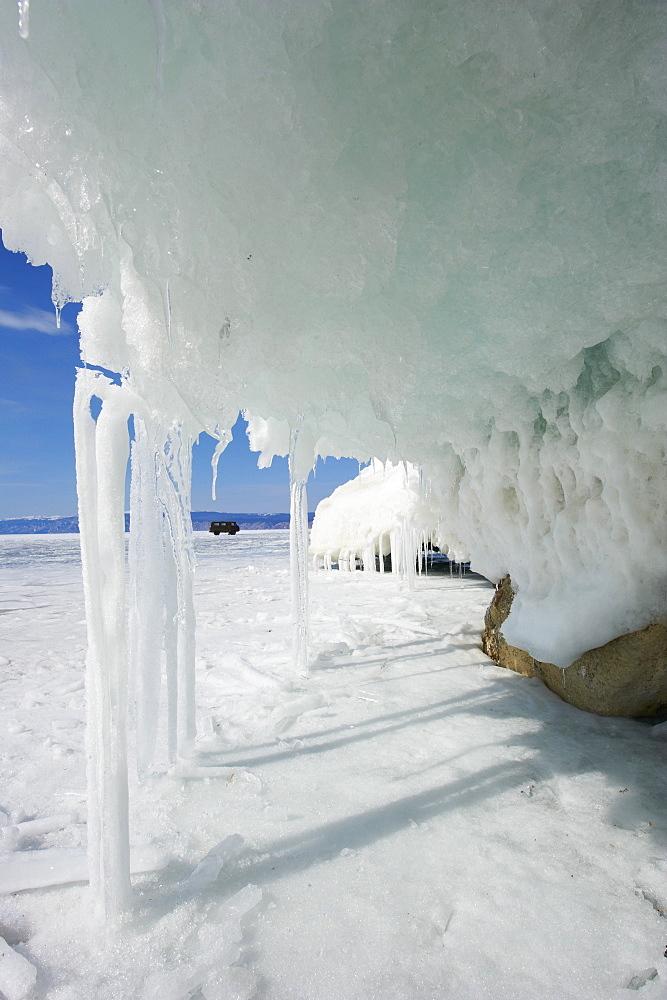 Maloe More (Little Sea), frozen lake during winter, Olkhon island, Lake Baikal, UNESCO World Heritage Site, Irkutsk Oblast, Siberia, Russia, Eurasia  - 712-2681