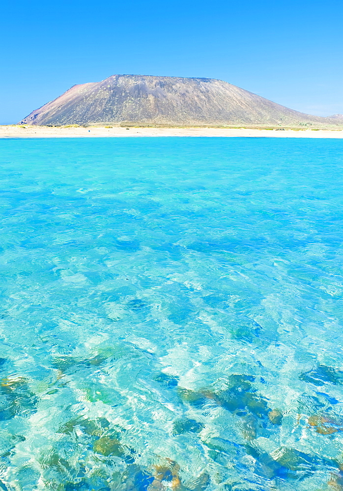 Turquoise waters and volcano, Isla de los Lobos, Fuerteventura, Canary Islands, Spain, Atlantic, Europe - 718-1720