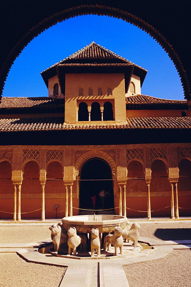 Fountain with 12 stone lions and Patio de los Leones.  Palacio Nazaries, Alhambra, Granada, Andalusia, Spain