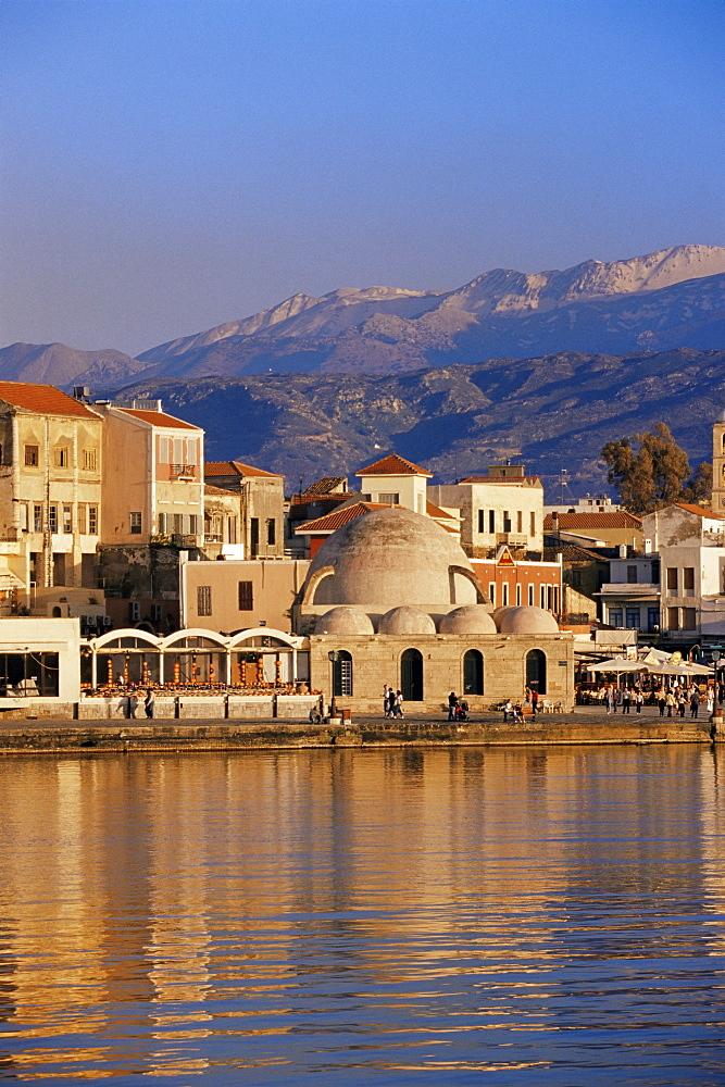 Hania (Chania) seafront and Levka Ori (White Mountain) in the background, Hania, island of Crete, Greek Islands, Greece, Europe