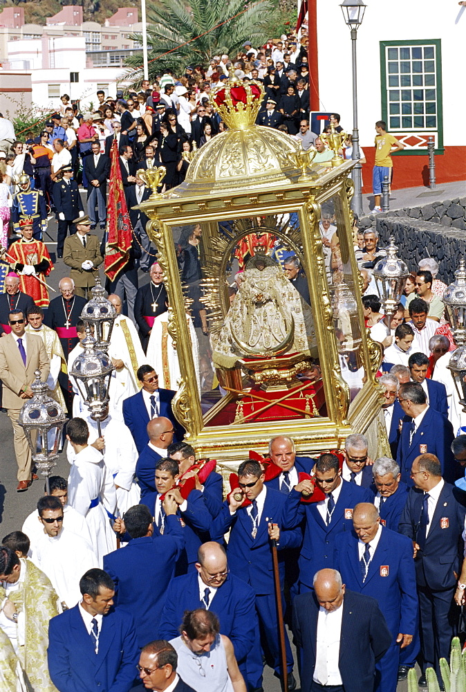 The Descent of Our Lady of Snows shrine carried through the streets during religious festival, Santa Cruz de la Palma, La Palma, Canary Islands, Spain, Atlantic, Europe
