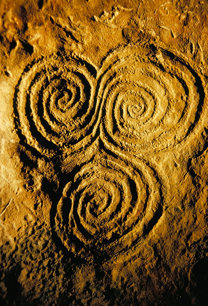 Carvings on stone, New Grange (Newgrange) site, County Meath, Leinster, Eire (Ireland), Europe