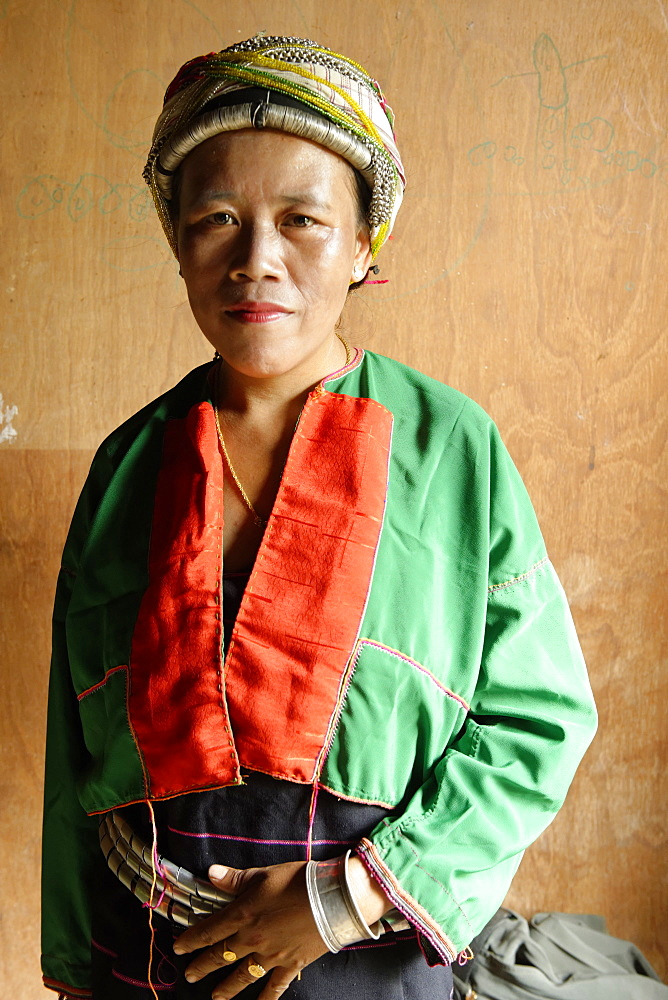Palaung woman, a Mon-Khmer ethnic minority in Shan State, Palaung village, Hsipaw area, Shan State, Republic of the Union of Myanmar (Burma), Asia  - 724-2404