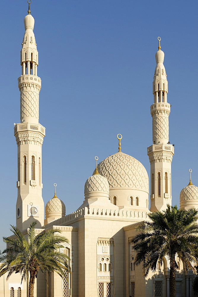 Jumeirah Mosque, built in the medieval Fatimid tradition, Dubai, United Arab Emirates, Middle East