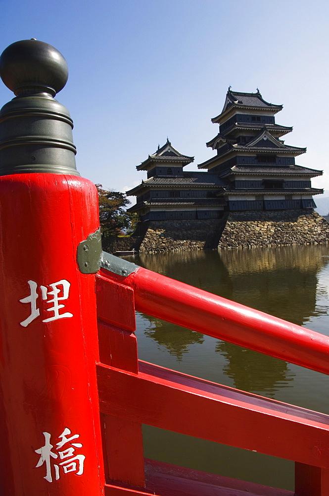 Matsumoto Castle (The Crow Castle) and Red Bridge built in 1594, Matsumoto City, Nagano Prefecture, Honshu Island, Japan, Asia
