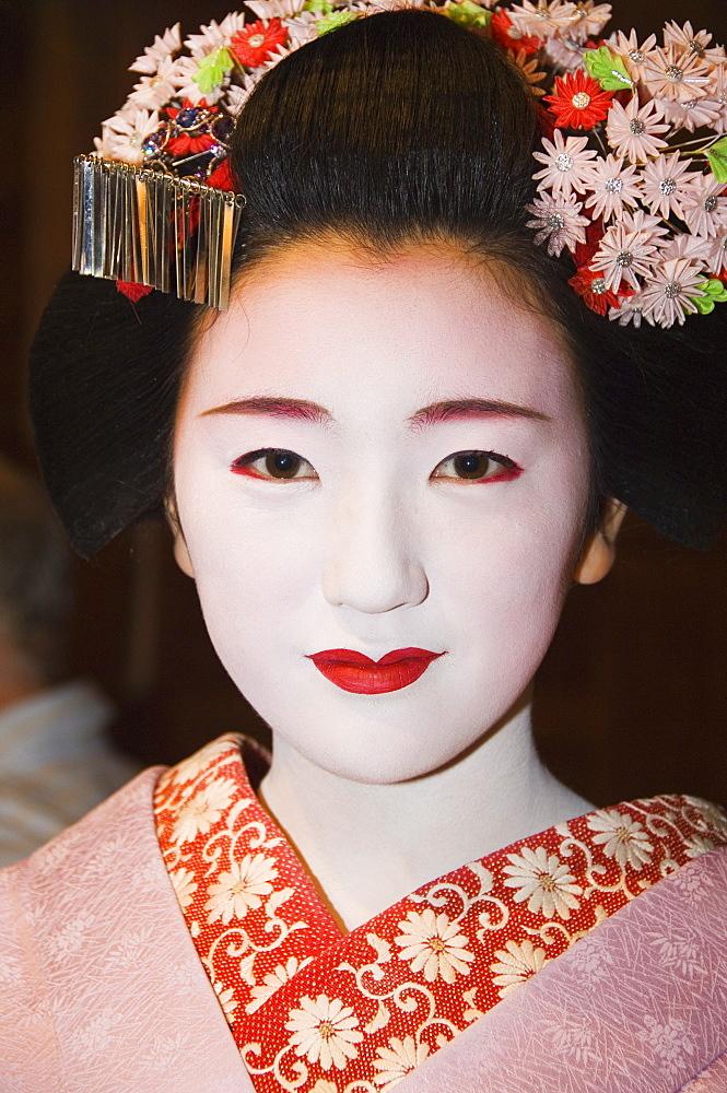 Maiko (trainee geisha), entertainment at formal dinner banquet, Kyoto, Honshu Island, Japan, Asia - 733-2447