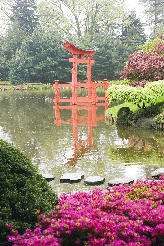 Torii gate in Japanese garden, Brooklyn Botanical Garden, Brooklyn, New York City, New York, United States of America, North America - 733-3513