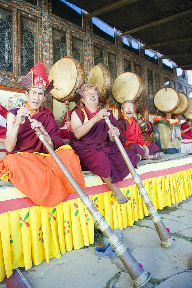 Monks playing horns at a Tsechu (festiva), Gangtey Gompa (Monastery), Phobjikha Valley, Bhutan, Asia
