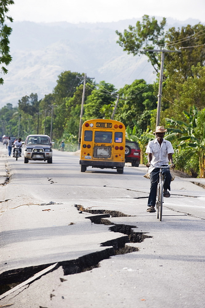 Earthquake fissures on road between Port au Prince and Leogane, earthquake epicenter, January 2010, Leogane, Haiti, West Indies, Caribbean, Central America