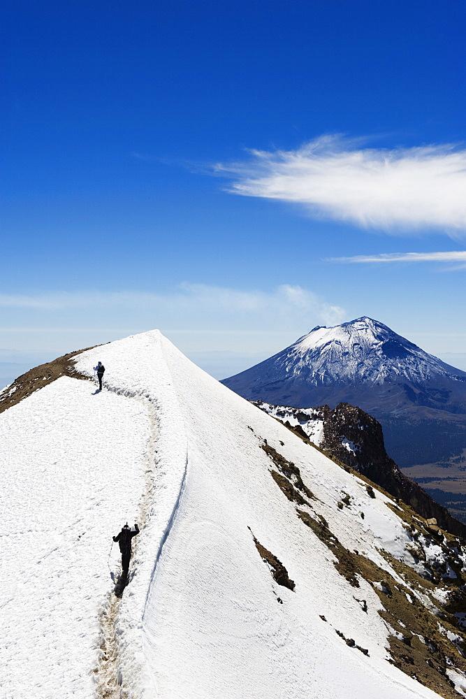 Volcan de Popocatepetl, 5452m, from Volcan de Iztaccihuatl, 5220m, Sierra Nevada, Mexico, North America