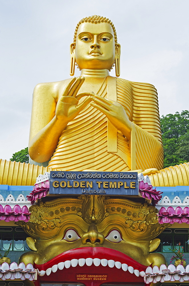 Golden Temple and Golden Temple Buddhist Museum, UNESCO World Heritage Site, Dambulla, North Central Province, Sri Lanka, Asia