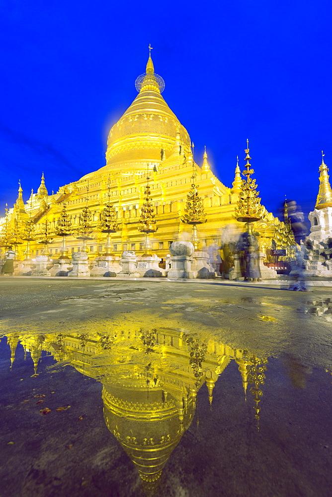 Shwezigon Paya, Bagan (Pagan), Myanmar (Burma), Asia