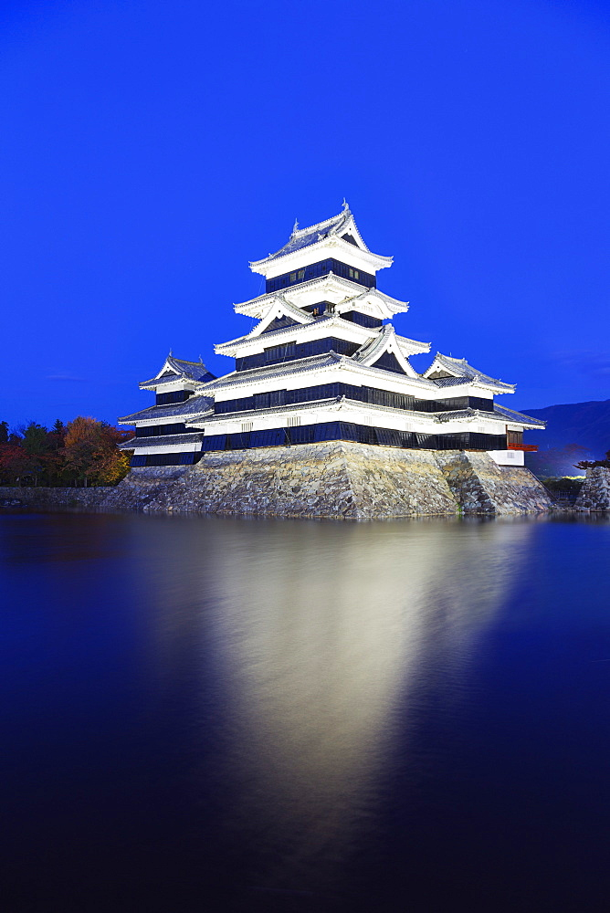 Matsumoto Castle (The Crow Castle) built in 1594, Matsumoto, Nagano Prefecture, Honshu, Japan, Asia