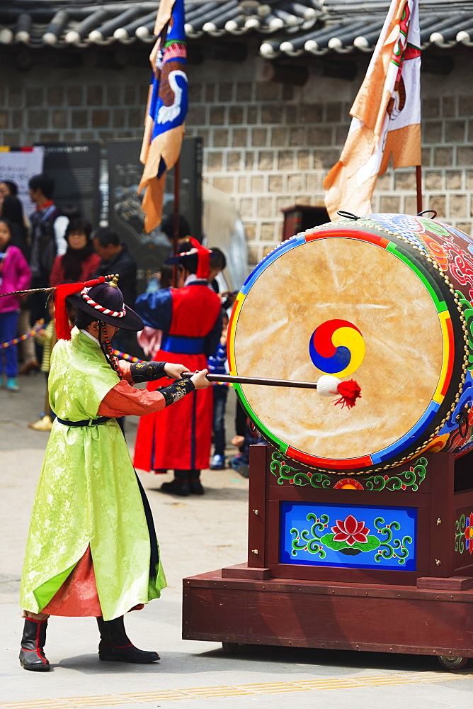 Drummer, Deoksugung Palace, Seoul, South Korea, Asia