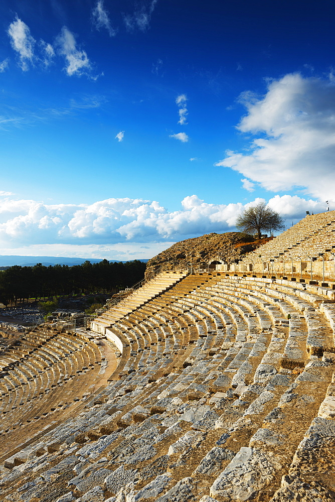 Ancient Roman amphitheater, Ephesus, Selcuk, Anatolia, Turkey, Asia Minor, Eurasia