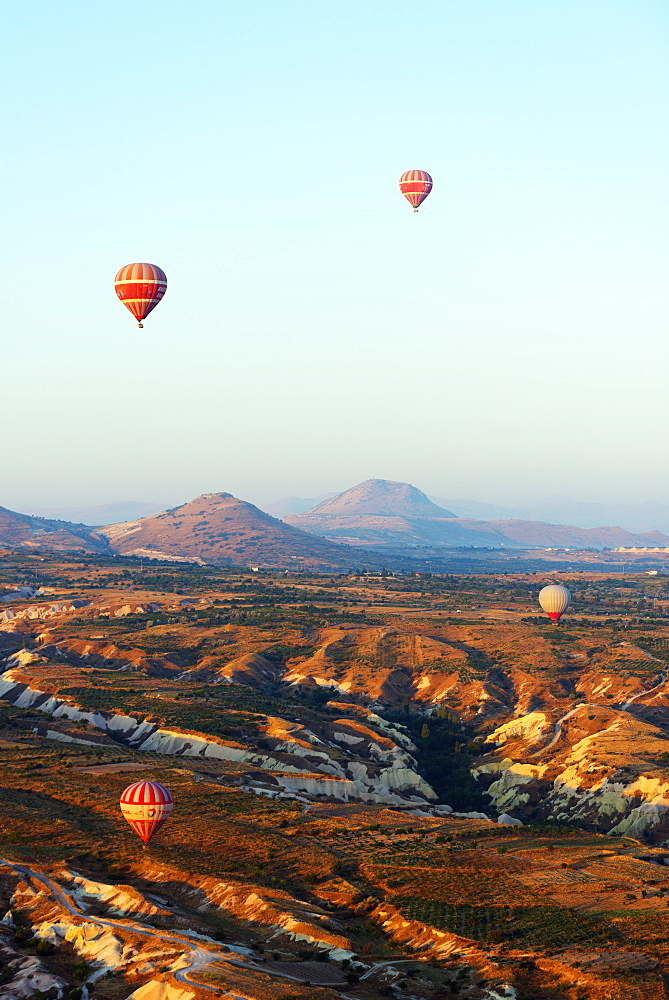Balloon flight over Goreme, UNESCO World Heritage Site, Goreme, Cappadocia, Anatolia, Turkey, Asia Minor, Eurasia